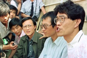 Hou Dejian (right) and his fellow hunger strikers Liu Xiaobo, Zhou Duo, and Gao Xin talk to journalists in front of the Monument to People's Heroes before beginning their hunger strike in Beijing, China June 2, 1989. Credit: Reuters/File Photo