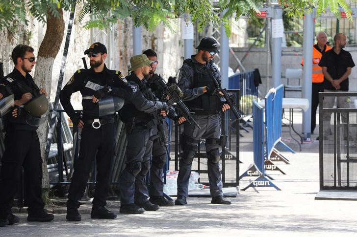 Al Aqsa: Standoff at holy site after metal detectors removed
