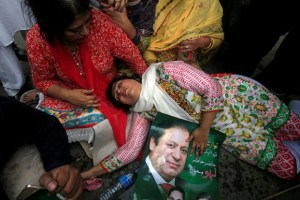 A supporter of Pakistan's Prime Minister Nawaz Sharif passes out after the Supreme Court's decision to disqualify Sharif in Lahore, Pakistan July 28, 2017. Credit: Reuters/Mohsin Raza