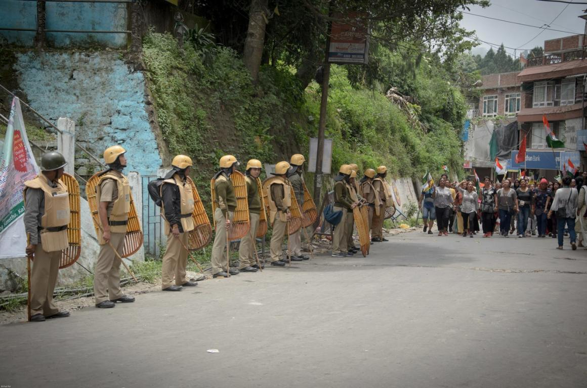 The police watch as the mass rally of Gorkhaland supporters arrive.