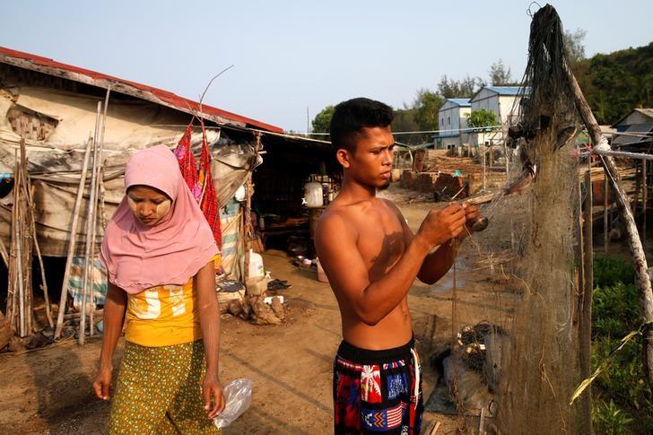 Myanmar troops fire warning shots, arrest Rohingya suspects after Buddhist killings