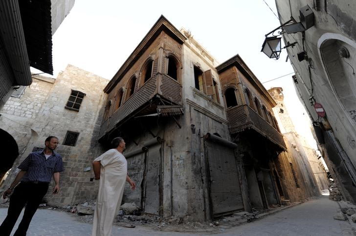 A man looks at a Mashrabiya in the old city of Aleppo, Syria, July 13, 2017. Picture taken July 13, 2017. Credit: Reuters/Omar Sanadiki