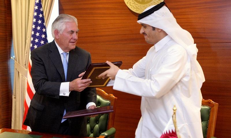 Qatar's foreign minister Sheikh Mohammed bin Abdulrahman al-Thani (R) and US secretary of state Rex Tillerson exchange a memorandum of understanding in Doha, Qatar, July 11, 2017. Credit: Reuters/Naseem Zeitoon