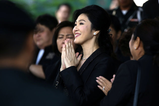 Ousted former Thai prime minister Yingluck Shinawatra greets supporters as she leaves the Supreme Court in Bangkok, Thailand, August 1, 2017. Credit:Reuters