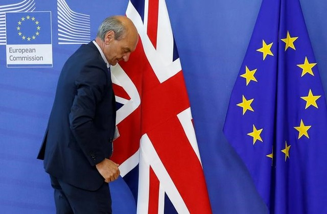 A worker arranges flags at the EU headquarters as Britain and the EU launch Brexit talks in Brussels, June 19, 2017. (Reuters)