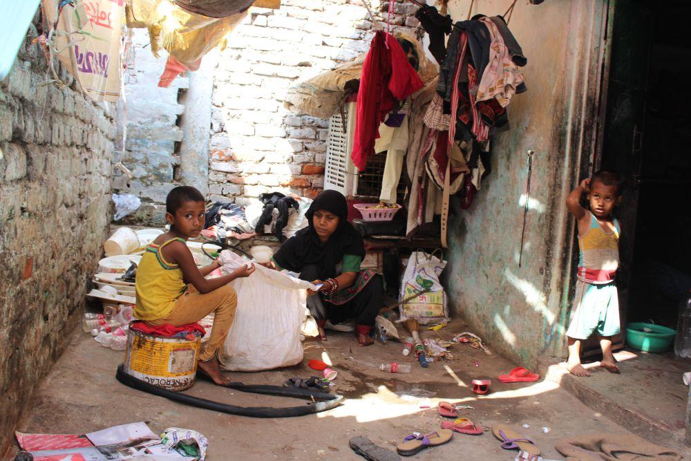 Toyeba, 27, a Rohingya refugee with her children in Jaipur. Credit: Shruti Jain