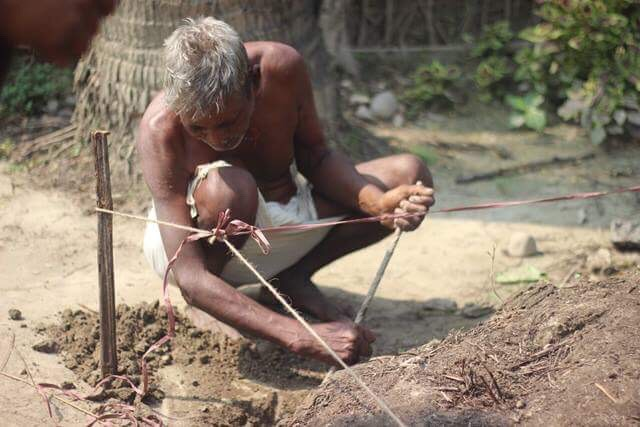 A villager in Pipari begins work to rebuild his home. Credit: Vikas Kumar Shah