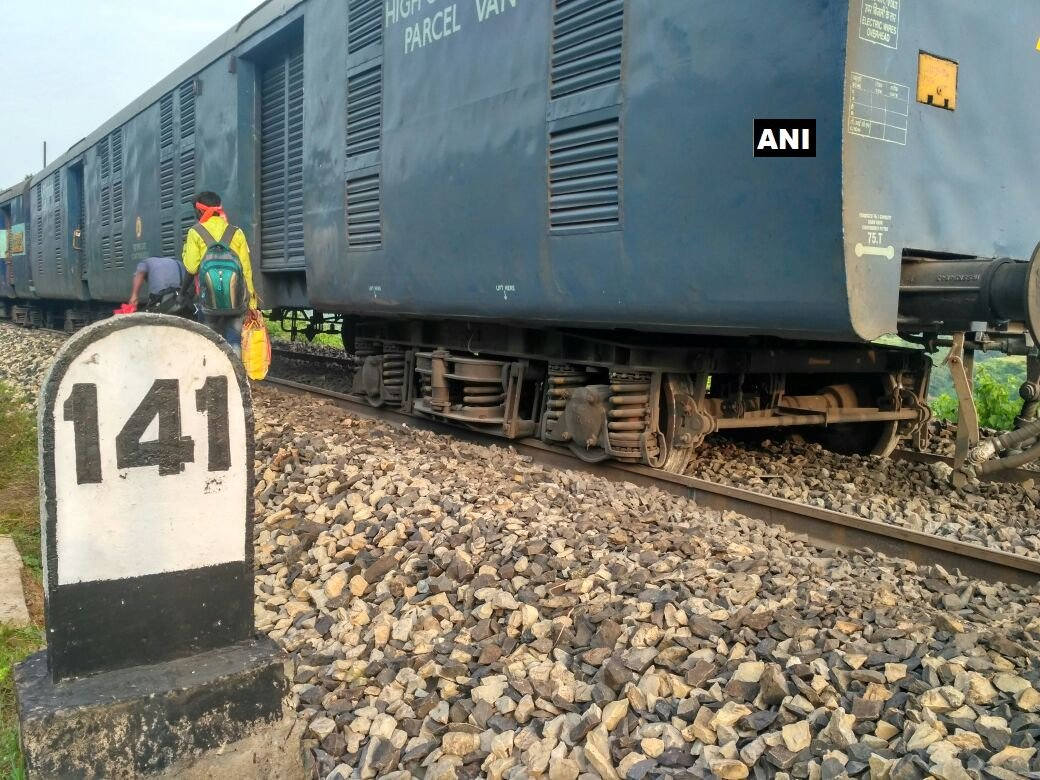 Seven coaches of the Howrah-Jabalpur Shaktipunj Express derailed near Obra in eastern Uttar Pradesh early this morning. Credit: ANI