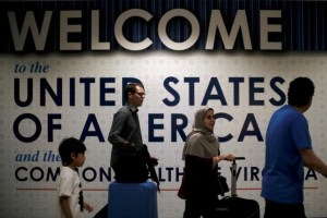 FILE PHOTO: International passengers arrive at Washington Dulles International Airport after the U.S. Supreme Court granted parts of the Trump administration's emergency request to put its travel ban into effect later in the week pending further judicial review, in Dulles, Virginia, U.S., June 26, 2017. Credit: Reuters/James Lawler Duggan/Files
