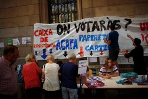 "Students inform citizens about the banned October 1 independence referendum outside the University of Barcelona, in Barcelona, Spain, September 26, 2017. The banner on the wall reads, ""Where will you vote?"" Credit: Reuters"