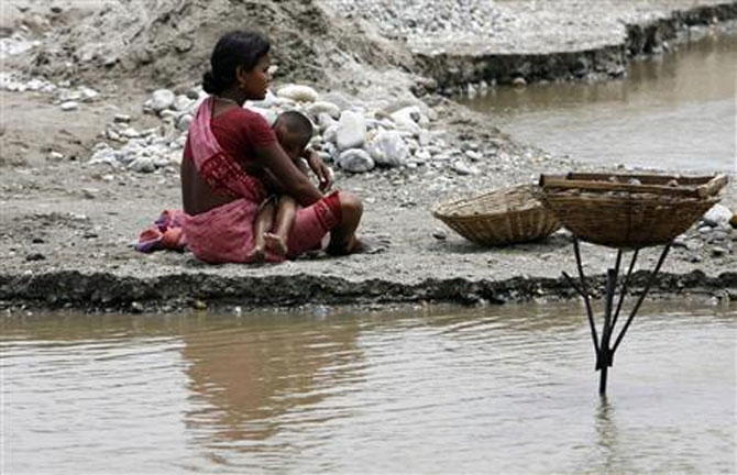 A labourer breastfeeds her child on the banks of the river Balason on Mother's Day on the outskirts of Siliguri in this May 10, 2009 file photo. Credit: Reuters/Rupak De Chowdhuri