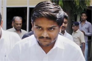 A Visnagar court has issued an arrest warrant against Hardik Patel today. Credit: PTI