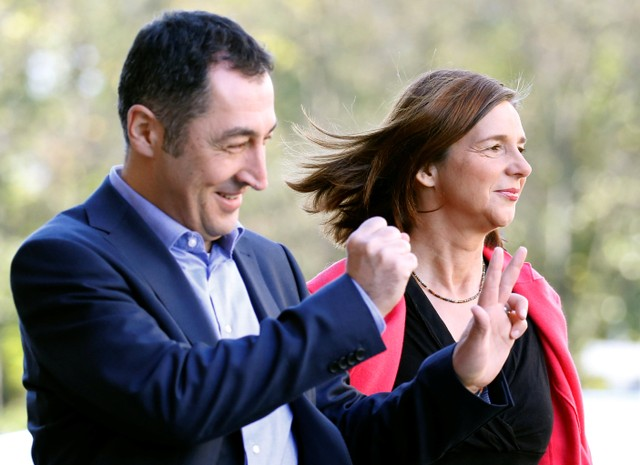 Leaders of the German Green Party Katrin Goering-Eckardt and Cem Ozdemir arrive at the German Parliamentary Society offices before the start of exploratory talks about forming a new coalition government in Berlin, Germany, October 30, 2017. Credit: Reuters/Axel Schmidt