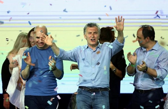 Argentina's President Mauricio Macri dances as he celebrates at their campaign headquarters in Buenos Aires, Argentina October 22, 2017. Credit: Reuters
