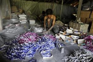 On September 12, the apex court had temporarily lifted its earlier order and permitted sale of firecrackers. Credit: PTI