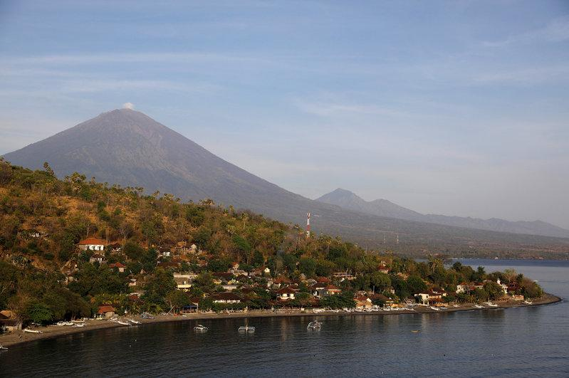 Jemeluk beach is seen some 15 km away from Mount Agung, a volcano on the highest alert level, in Amed on the resort island of Bali, Indonesia October 2, 2017. Credit: Reuters