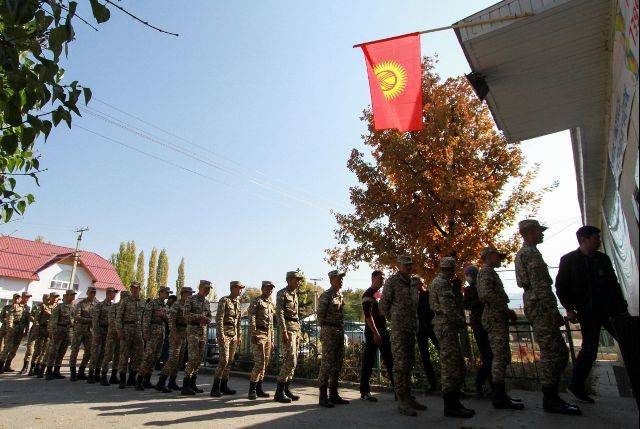 Soldiers queue to enter a polling station during the presidential election in the village of Kyzyl-Birdik, Kyrgyzstan October 15, 2017. Credit: Reuters