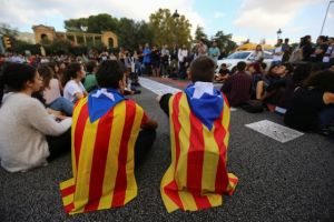 Students wear Esteladas (Catalan separatist flags) as they block a street during a gathering to protest against the imprisonment of leaders of two of the largest Catalan separatist organizations, Catalan National Assembly's Jordi Sanchez and Omnium's Jordi Cuixart, who were jailed by Spain's High Court, in Barcelona, Spain, October 17, 2017. Credit: Reuters