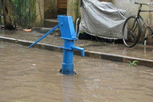 A handpump sticks out of the water in a flooded street in Chennai, 2008. Credit: mckaysavage/Flickr, CC BY 2.0