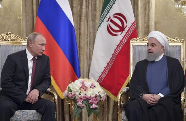 Russian President Vladimir Putin (L) meets with his Iranian counterpart Hassan Rouhani in Tehran, Iran November 1, 2017. Credit: Reuters/Sputnik/Alexei Druzhinin/Kremlin