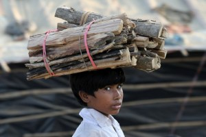 A Rohingya refugee child carries firewood in the Kutupalong refugee camp in Cox's Bazar, Bangladesh, November 21, 2017. Credit: Reuters/Mohammad Ponir Hossain