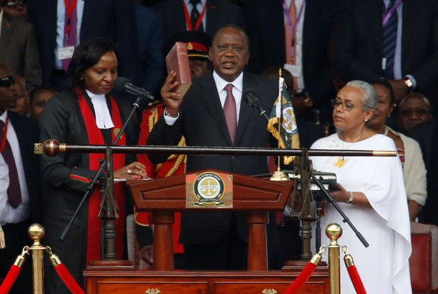 Kenya's President Uhuru Kenyatta takes oath of office during inauguration ceremony at Kasarani Stadium in Nairobi, Kenya November 28, 2017. Credit: Reuters/Thomas Mukoya