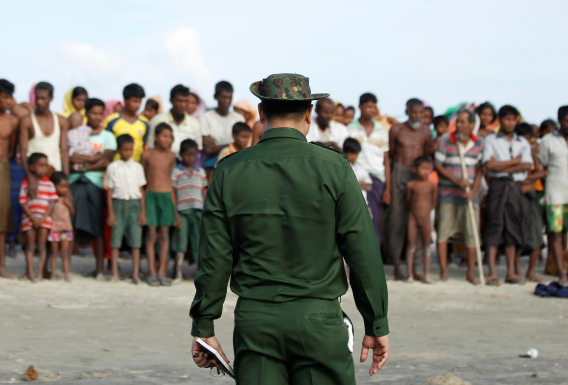 Rohingya Muslims wait to cross the border to Bangladesh, in a temporary camp outside Maungdaw, northern Rakhine state, Myanmar November 12, 2017. Picture taken on November 12, 2017. Credit: Reuters