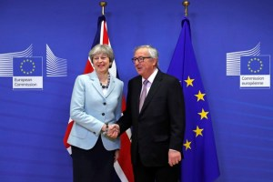 Britain's Prime Minister Theresa May is welcomed by European Commission President Jean-Claude Juncker at the EC headquarters in Brussels, Belgium December 8, 2017. Credit: Reuters/Yves Herman