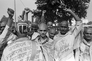Karsevaks on way to the Babri Masjid on the morning of December 6, 1992. Credit: T. Narayan