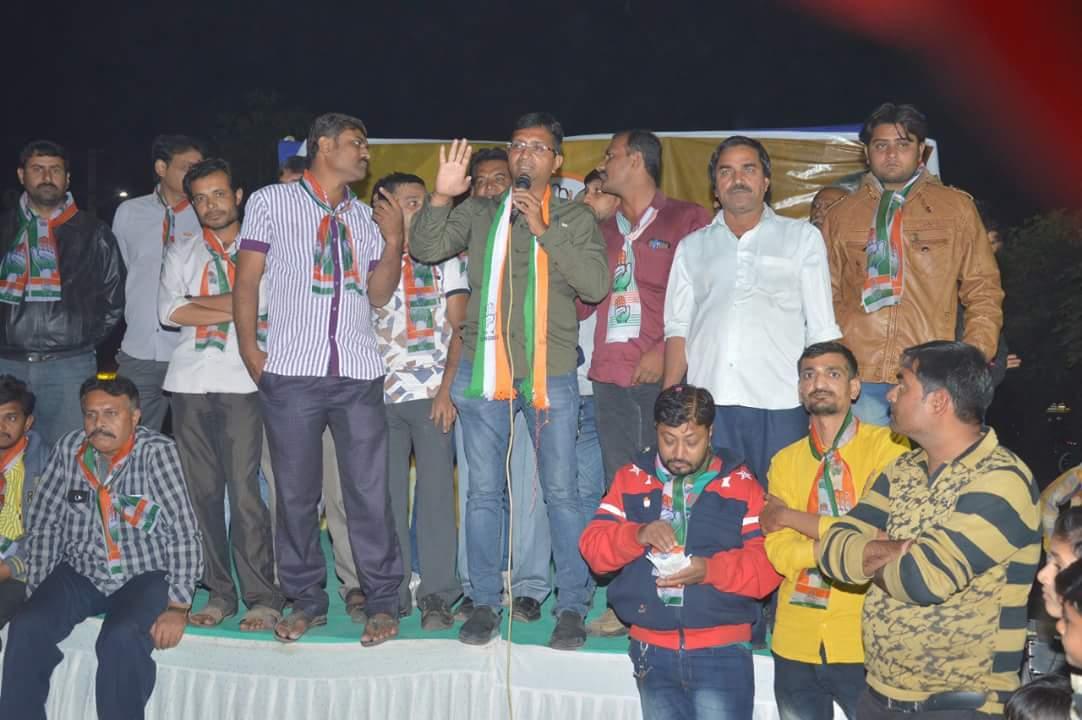 Congress candidate Mitul Donga at a public meeting. Credit: Damayantee Dhar