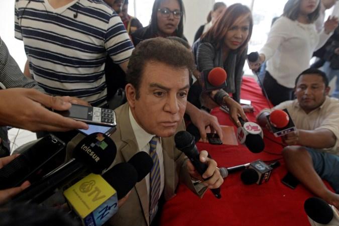 Honduran opposition candidate Salvador Nasralla addresses the media after the U.S. backed the re-election of Honduran President Juan Orlando Hernandez despite allegations of fraud by the opposition, in Tegucigalpa, Honduras December 22, 2017. Credit: Reuters /Jorge Cabrera