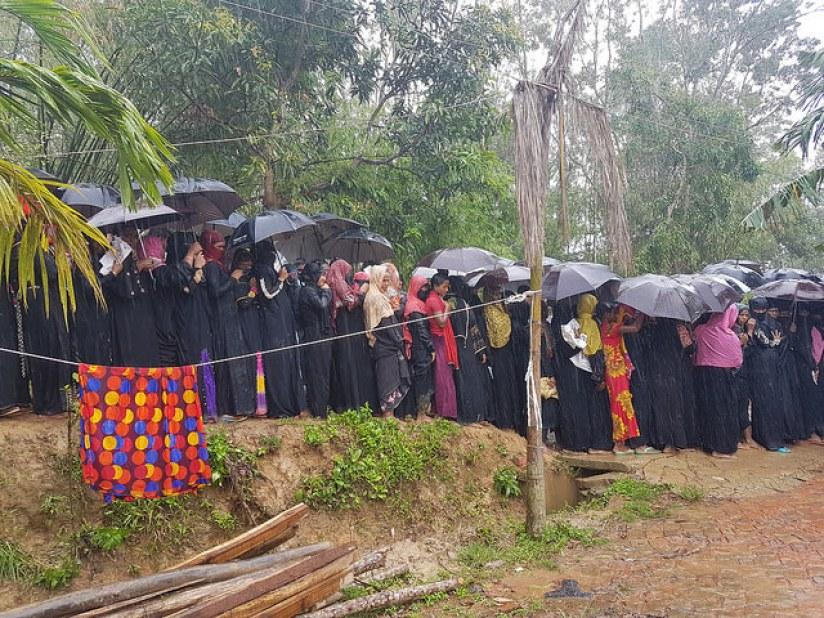 Rohingya women line up for aid. Credit: Sohara Mehroze Shachi/IPS