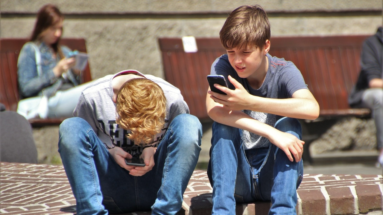 Does Your Kid Suffer From Smartphone Addiction?