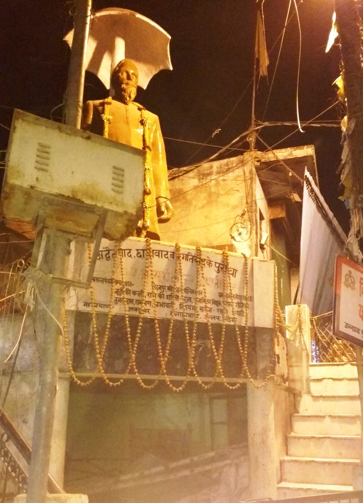nirala statute near Unnao station by rajan pandey