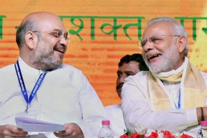 Kozhikode: Prime Minister Narendra Modi with BJP President Amit Shah during BJP's National Council Meeting at Kozhikode on Sunday. PTI Photo (PTI9_25_2016_000140B) *** Local Caption ***