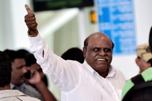 Chennai: Former Kolkata High Court Judgec Justice CS Karnan being taken by West Bengal police to that city at the airport in Chennai on Wednesday.  He was arrested yesterday night from Coimbatore. PTI Photo by R Senthil Kumar(PTI6_21_2017_000105B)