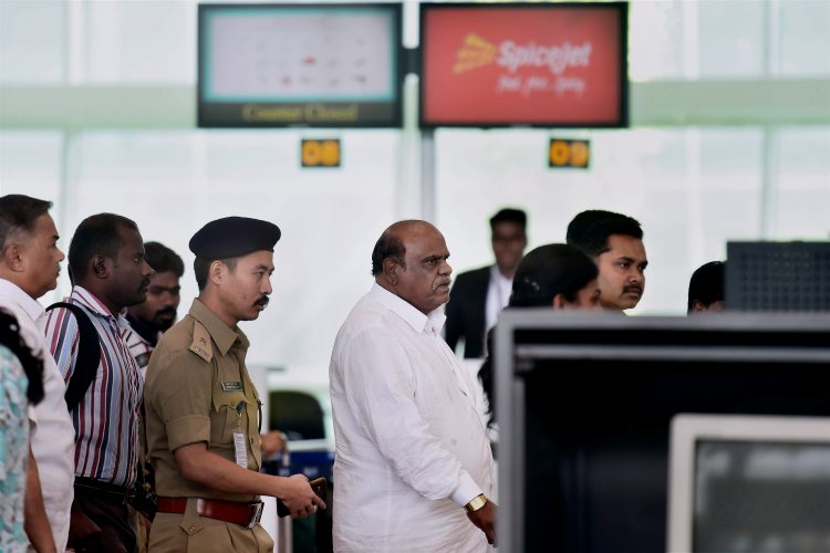 Chennai: Former Kolkata High Court Judgec Justice CS Karnan being taken by West Bengal police to that city at the airport in Chennai on Wednesday. He was arrested yesterday night from Coimbatore. PTI Photo by R Senthil Kumar (PTI6_21_2017_000134B)