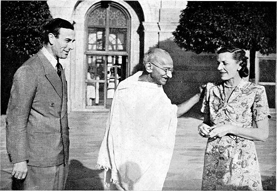 Gandhi_with_Lord_and_Lady_Mountbatten_1947