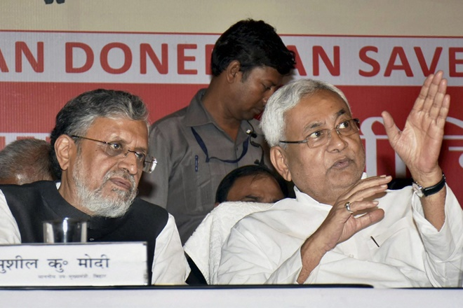 Patna: Bihar Chief Minister Nitish Kumar and Deputy CM Sushil Kumar Modi during a event organised by the Bihar chapter of Dadhichi Deh Dan Samiti to mark the International Organ Donation Day in Patna on Sunday. PTI Photo(PTI8_13_2017_000077B)