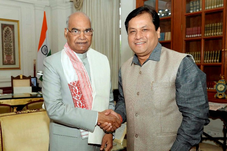 New Delhi: President Ram Nath Kovind with Assam Chief Minister Sarbananda Sonowal during their meeting at Rashtrapati Bhawan In New Delhi on Saturday. PTI Photo (PTI8_5_2017_000125B)