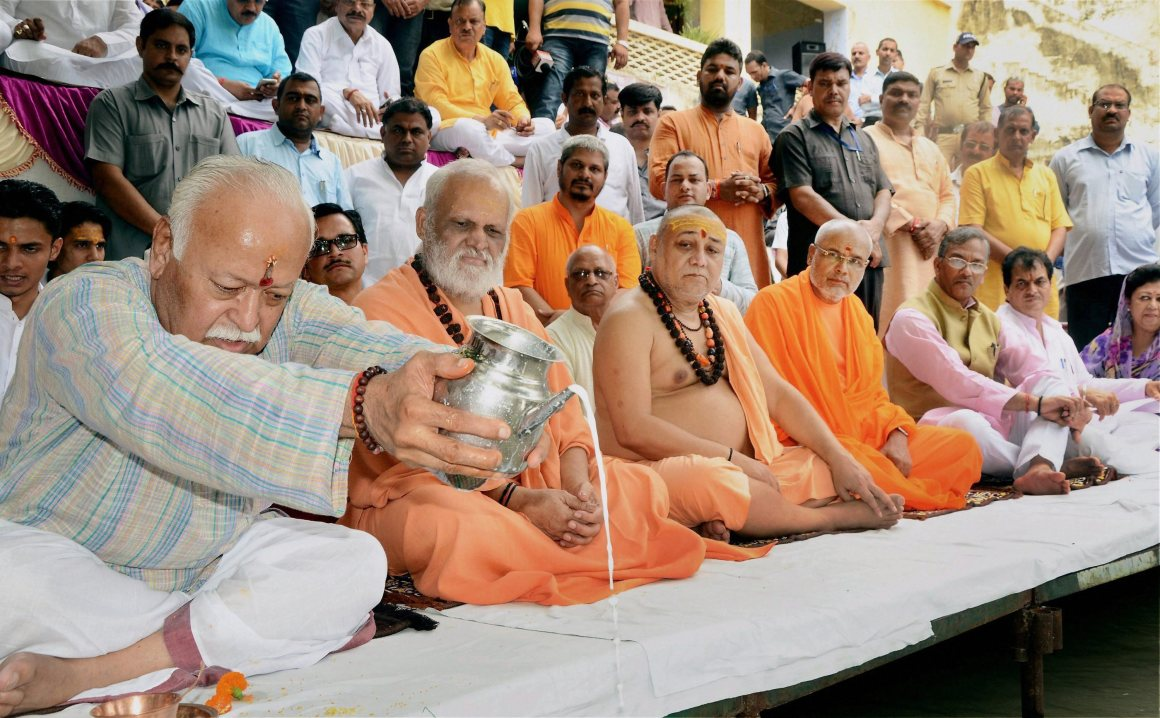 Haridwar: RSS chief Mohan Bhagwat offers prayers to Ganga River as he celebrates his birthday with sadhus, in Haridwar on Monday. PTI Photo (PTI9_11_2017_000088B)