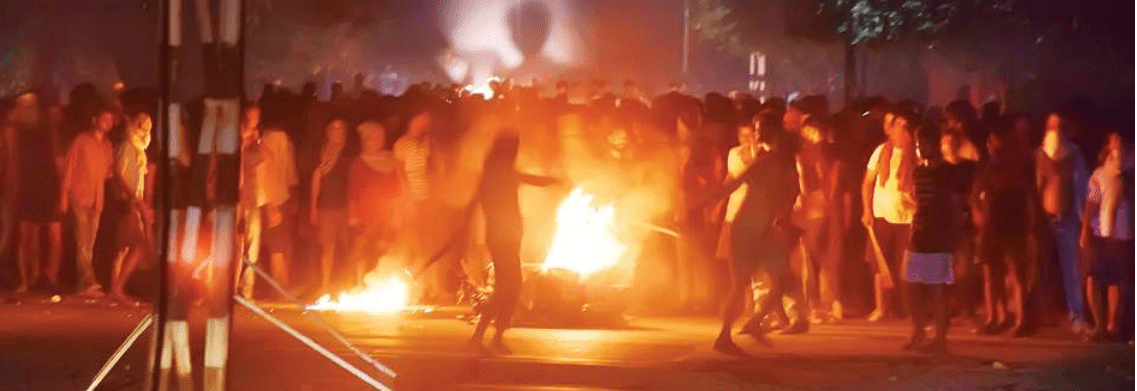 बीएचयू में आधी रात छात्र-छात्राओं पर लाठीचार्ज, फायरिंग-आगजनी, विश्वविद्यालय दो अक्टूबर तक बंद