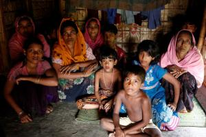 A group of Rohingya refugees takes shelter at the Kutuupalang makeshift refugee camp, after crossing the Myanmar-Bangladesh border today in Cox's Bazar, Bangladesh, August 26, 2017. REUTERS/Mohammad Ponir Hossain