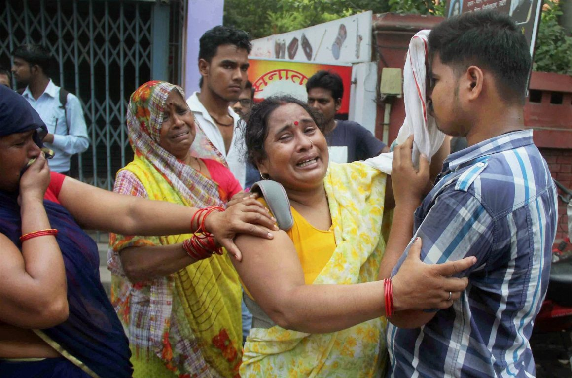 Allahabad: Relatives of BSP leader Rajesh Yadav, who was shot dead at the Allahabad University's Tara Chandra Hostel on Monday night, mourn in Allahabad on Tuesday. PTI Photo (PTI10_3_2017_000083A)