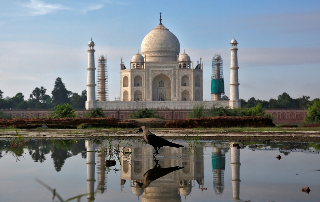The Taj Mahal is reflected in a puddle in Agra, India August 9, 2016. REUTERS/Cathal McNaughton TPX IMAGES OF THE DAY - RTSM2GR