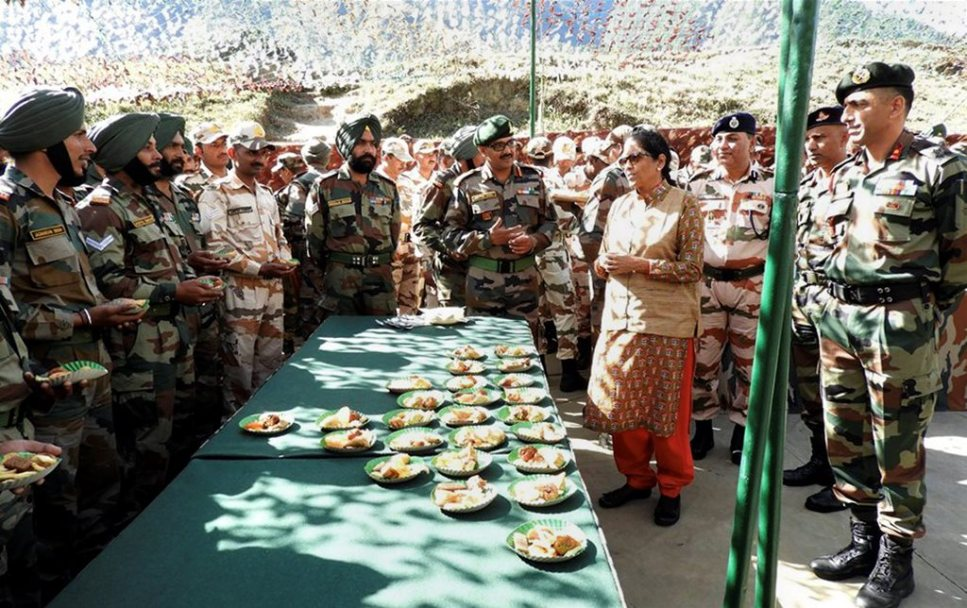 Kibithu : Defence Minister Nirmala Sitharaman interacting with the officers & Jawans at Kibithu, Arunachal Pradesh on Sunday.PTI Photo/pib(PTI11 5 2017 000124B)