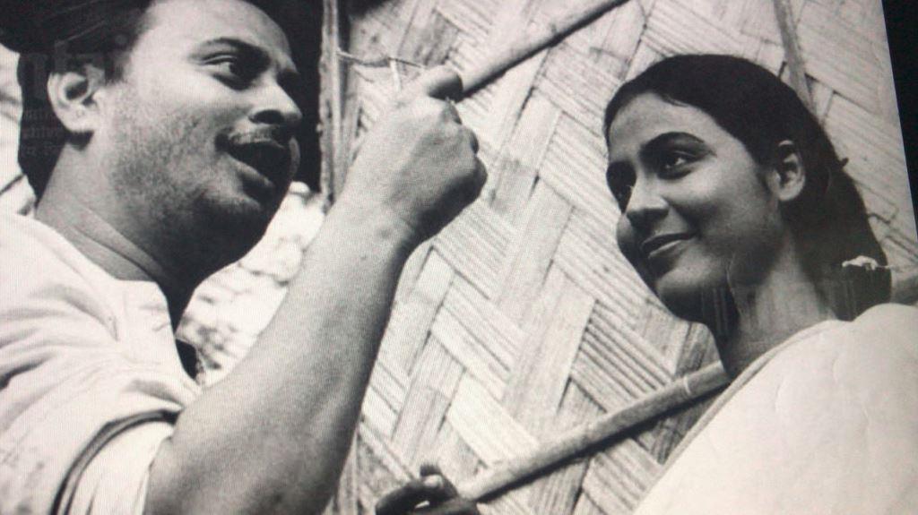 ऋत्विक घटक की फिल्म मेघे ढाका तारा के एक दृश्य में अभिनेत्री सुप्रिया देवी. फोटो साभार: (राष्ट्रीय फिल्म अभिलेखागार)