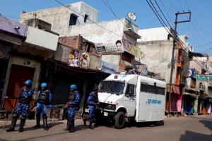 Kasganj (UP): More than 80 persons were arrested while Rapid Action Force (RAF) and Provincial Armed Constabulary (PAC) personnel intensified vigil in Kasganj on Sunday. PTI Photo  (PTI1_28_2018_000206B)