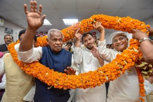 Patna: RJD leader Tejashwi Yadav being garlanded along with former Bihar CM and HAM(S) Chief Jitan Ram Manjhi during a joint press conference in Patna on Wenesday. Manjhi quit the Bharatiya Janata Party (BJP)-led ruling National Democratic Alliance (NDA). PTI Photo  (PTI2_28_2018_000212B)
