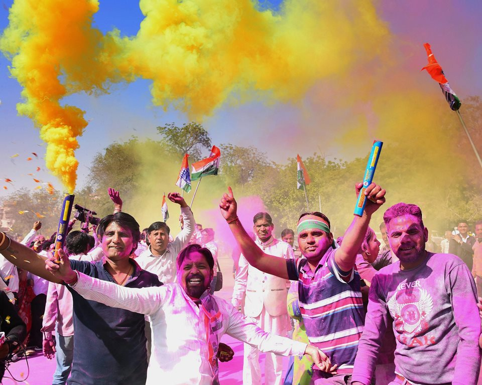 Bikaner: Congress workers celebrate with colours the party's win in Mandalgarh assembly constituency, and its decisive leads in Ajmer and Alwar parliamentary constituencies, in Bikaner on Thursday. PTI Photo (PTI2_1_2018_000082B)